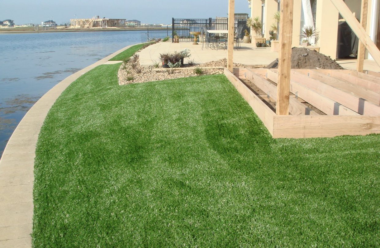 https://www.artificialgrasslandscape.com/wp-content/uploads/2017/03/CCGrass-artificial-grass-for-commercial-Australia5-1240x810.jpg