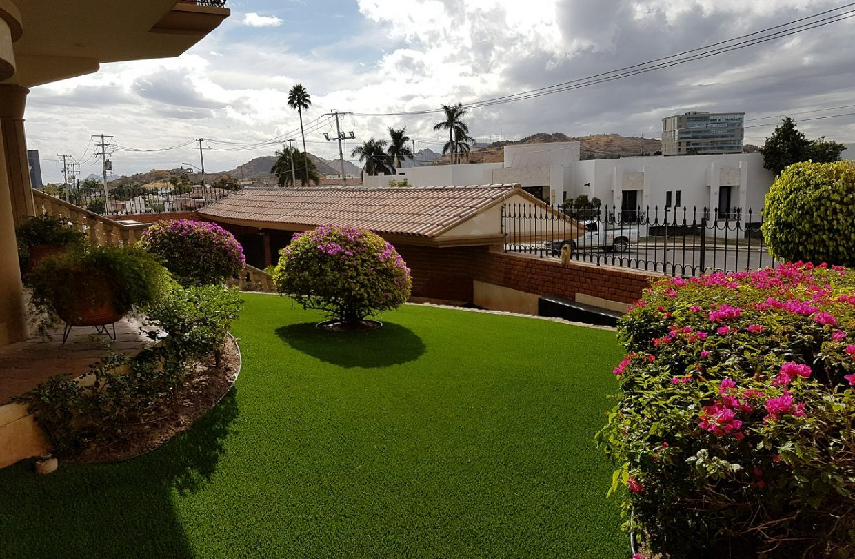 https://www.artificialgrasslandscape.com/wp-content/uploads/2017/04/CCGrass-artificial-landscape-lawn-Mexico2-1240x810.jpg