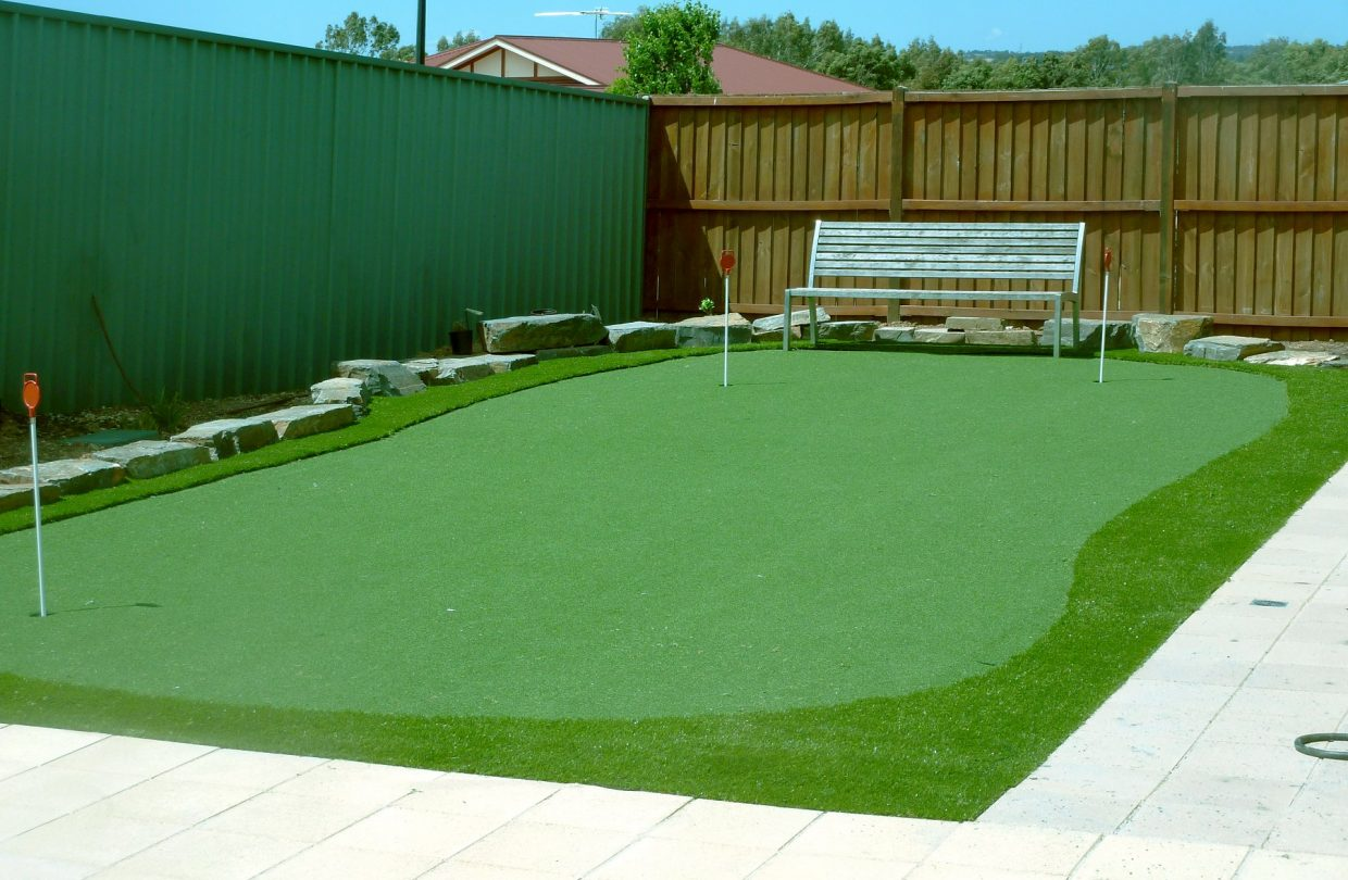 https://www.artificialgrasslandscape.com/wp-content/uploads/2017/04/CCGrass-synthetic-turf-for-golf-Australia1-1240x810.jpg